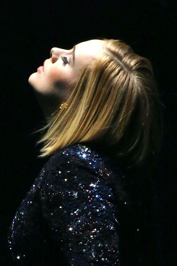 Adele (continua) irreconhecível