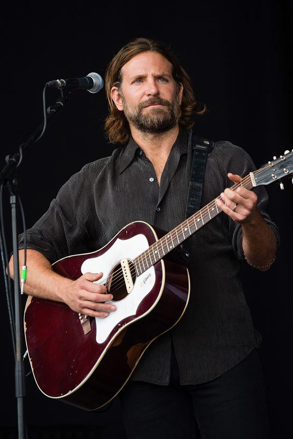 """Guitarras """"famosas"""" em leilão por uma boa causa"""