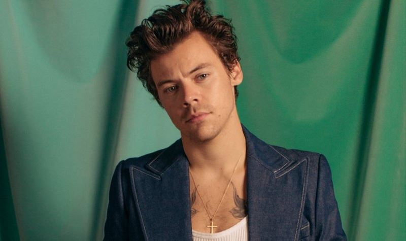 Harry Styles lança t-shirt solidária