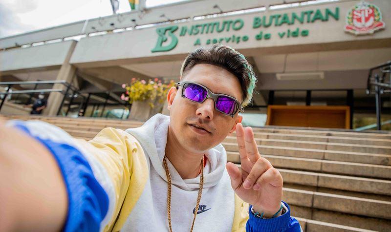 "MC Fioti apresenta ""a música da vacina"""