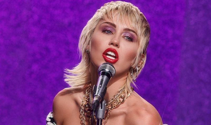 Super Bowl (também) convida Miley Cyrus