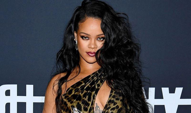 Rihanna canta Selena Gomez