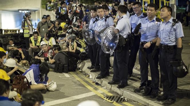 Novos protestos violentos juntos à sede do Governo de Hong Kong