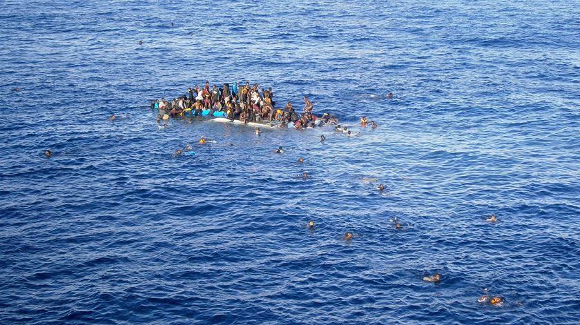 Francisco lamenta mais uma tragédia no Mediterrâneo. Foto: Opielok Offshore Carriers/EPA