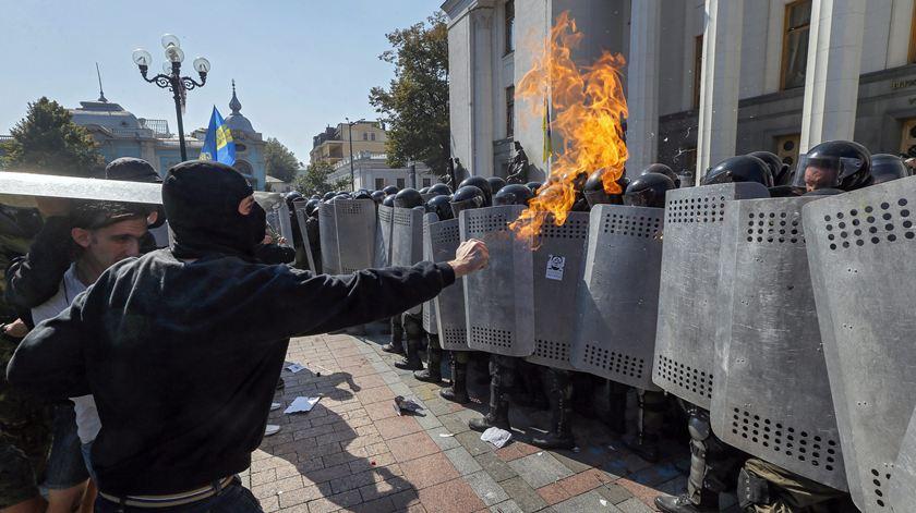 A guerra na Ucrânia continua, apesar de o mundo ter deixado de prestar atenção. Foto: Sergey Dolzhenko/EPA