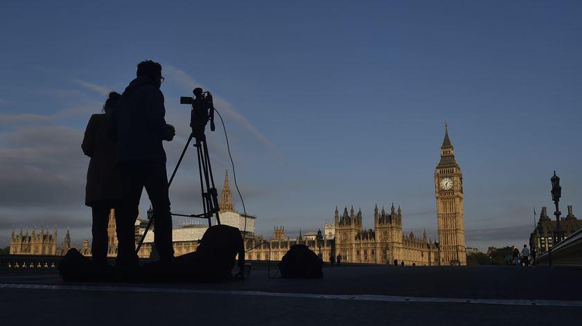 Ex-ministro britânico detido por violação e agressão sexual