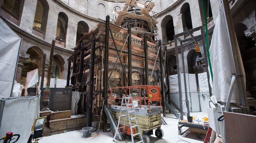 As obras no túmulo de Jesus demoraram cerca de 10 meses. Foto: Abir Sultan/EPA