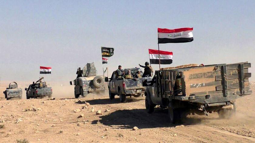 Forças leais a Bagdad lutam lado a lado com milícias curdas e de outras minorias para libertar Estado Islâmico. E depois? Foto: EPA