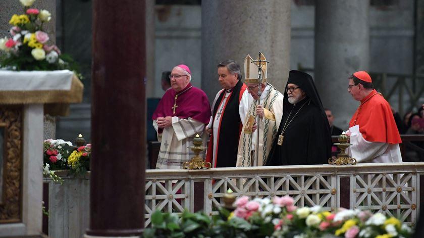 Papa Francisco encerra a semana de oração pela unidade entre os cristãos com representantes de comunidades cristãs do Oriente. Foto: Maurizio Brambatti/EPA