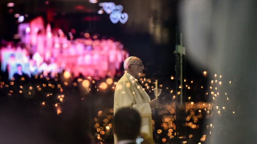 """Papa na Bênção das Velas: Maria não é maior que Cristo, nem """"santinha"""" de favores"""