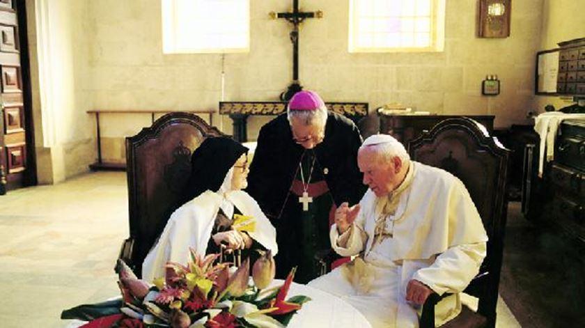 João Paulo II coma  Irmã Lúcia, em Fátima, a 13 de Maio de 2000. Foto: Santuário de Fátima