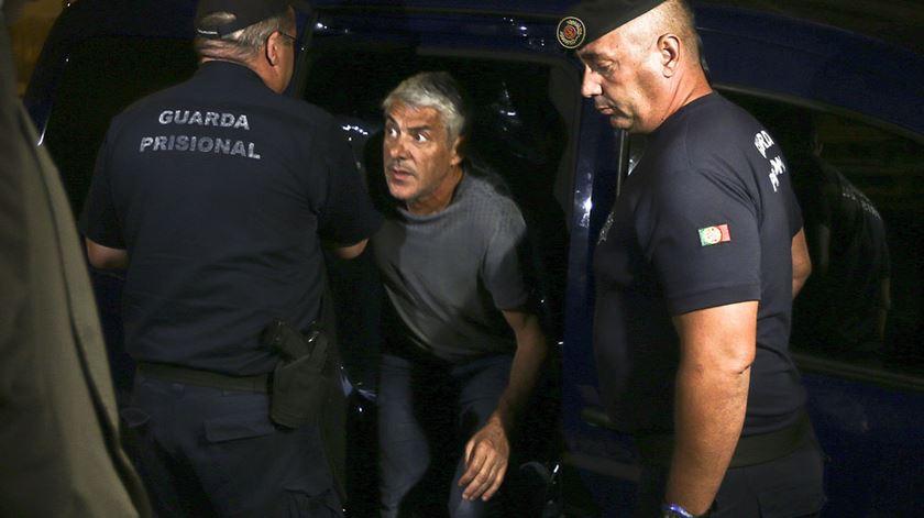 Jose Sócrates deixa prisão em setembro de 2015 e chega a casa, em Lisboa. Foto: João Relvas/Lusa