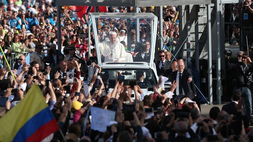 Milhares receberam o Papa no Santuário de Fátima. Foto: José Sena Goulão/Lusa