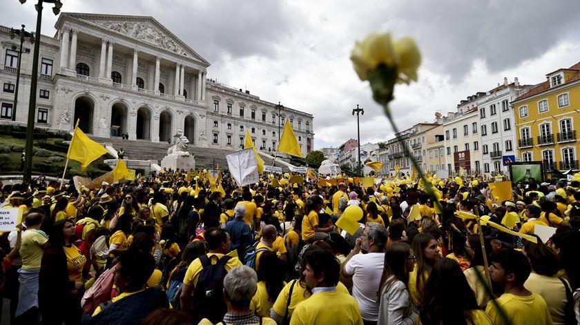 Manifestação frente ao Parlamento em Maio. Foto: António Cotrim/Lusa