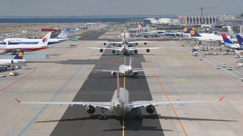 Covid-19. IATA agrava projeções e só prevê recuperação do tráfego aéreo em 2024