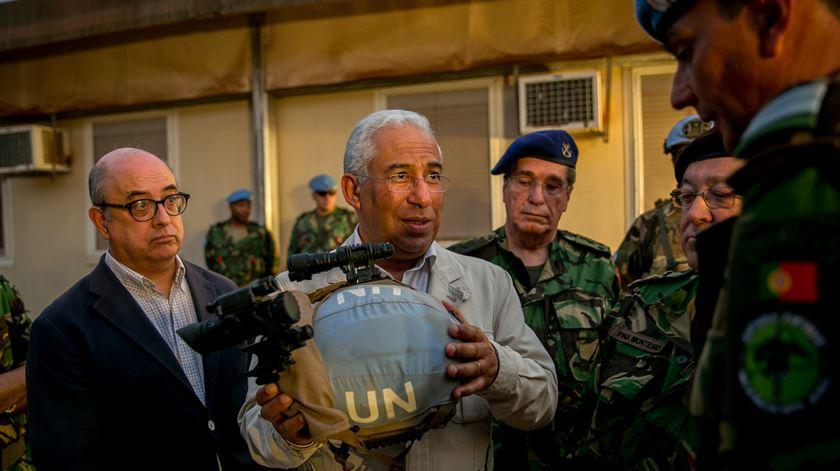 O primeiro-ministro reagiu às declarações de Marque Mendes em Bangui, capital da República Centro-Africana, onde contactou os militares portugueses envolvidos em missões internacionais. Foto: Paulo Vaz Henriques /EPA