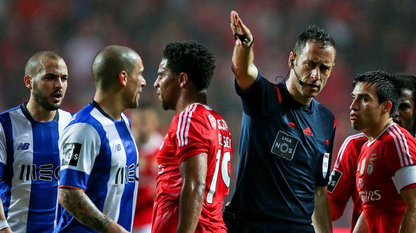 Benfica-FC Porto: um dos clássicos que Soares Dias dirigiu em 2015/16. Foto: Mário Cruz/Lusa