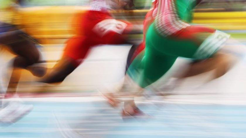 Atletismo. Sondre Moen bate recorde europeu da hora
