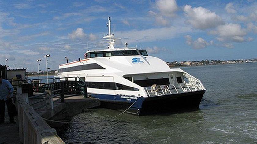 Barco da Soflusa encalha à saída do Barreiro