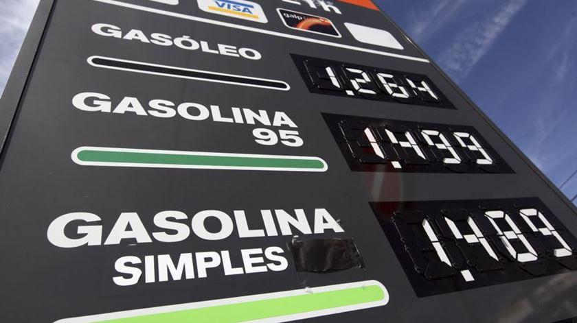 Preço dos combustíveis volta a descer na próxima semana