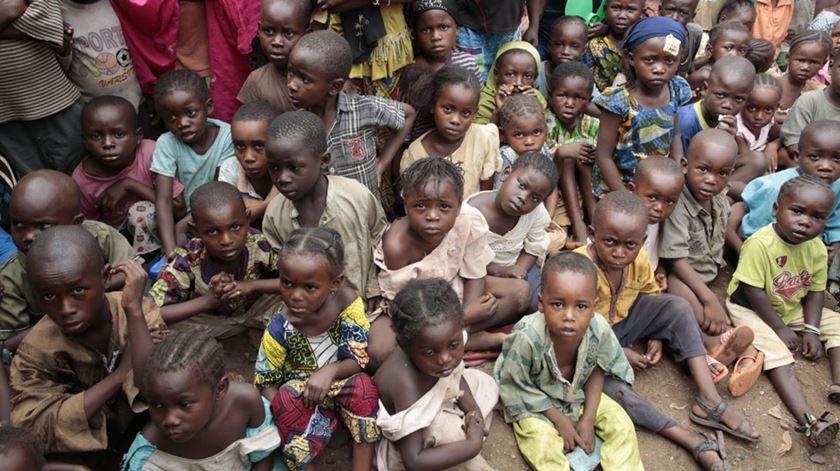 Crianças refugiadas na República Centro-Africana. Foto: EPA/Evan Schneider
