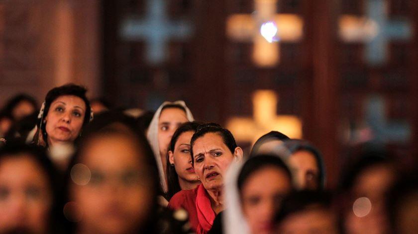Os coptas, como são conhecidos os cristãos no Egito, queixam-se frequentemente de discriminação. Foto: Mohamed Hossam/EPA