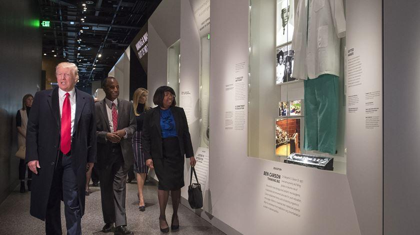 Trump visitou o Museu de História e Cultura Afro-Americana, em Washington. Foto: Kevin Dietsch/EPA