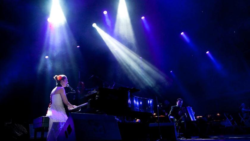 Dulce Pontes ao piano