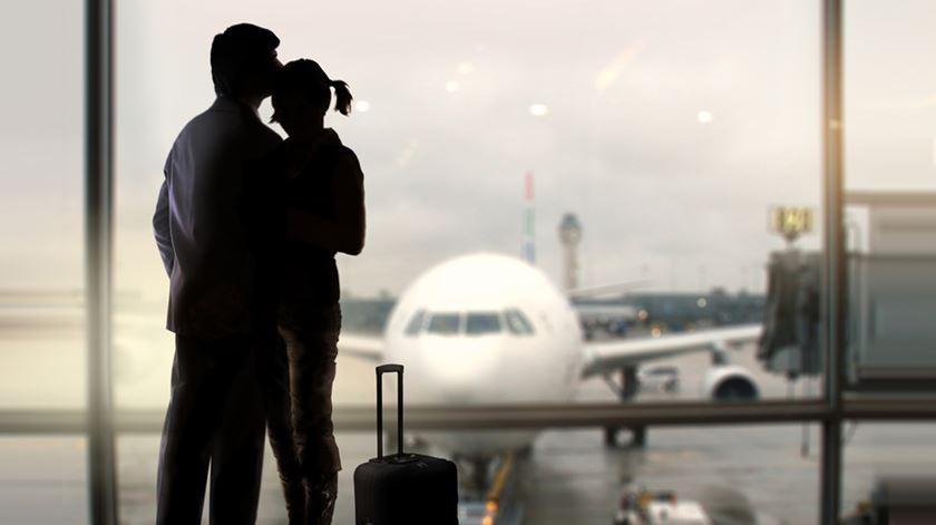 """Portugueses no Reino Unido """"destroçados"""" e prontos a contornar exclusão do corredor aéreo"""
