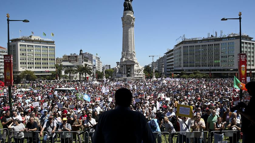 Mário Nogueira discursou perante milhares de pessoas. Foto: Inacio Rosa/Lusa