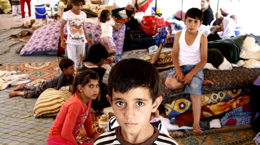 Milícia apoiada pela Turquia constrói mesquita por cima de cemitério yazidi