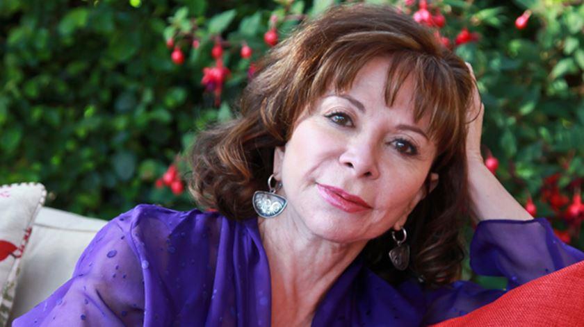 """Liberdade individual está ameaçada"", denuncia a escritora ""best-seller"" Isabel Allende"