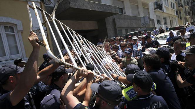 Lesados do BES marcam nova manifestação e desta vez participam emigrantes