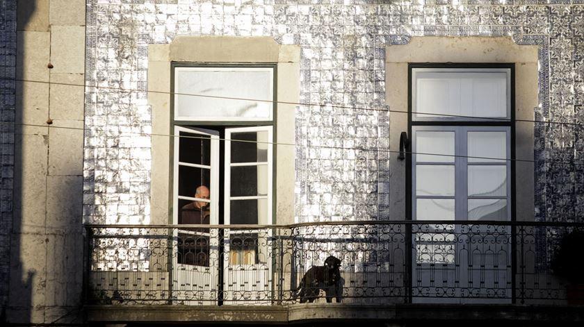 """Debate bullying imobiliário. Uma inquilina sem-abrigo aos 79 anos e proprietários """"loucos com grandes incentivos à especulação"""""""