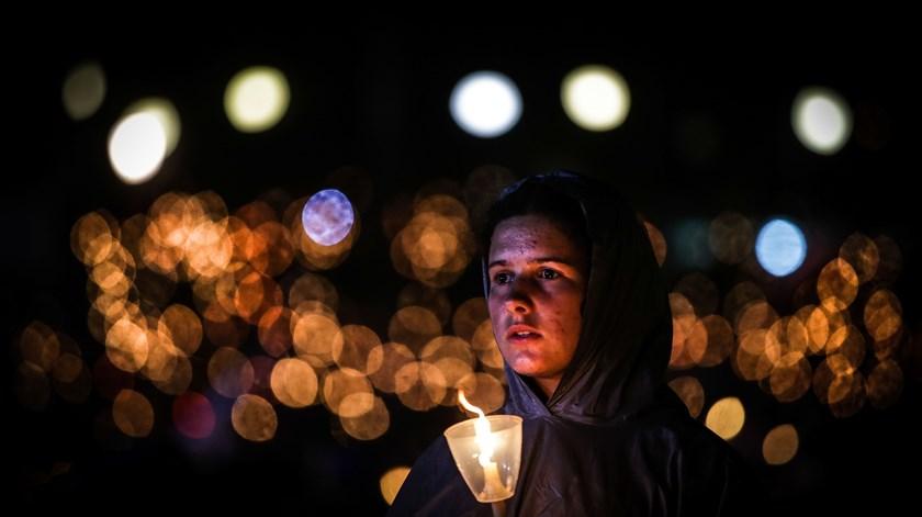 """A oração """"nunca é inútil"""" e os sacríficios vencem o mal, diz o número 2 do Vaticano"""