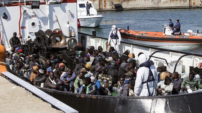 Save the Children acusa líderes europeus de protegerem fronteiras em vez de pessoas