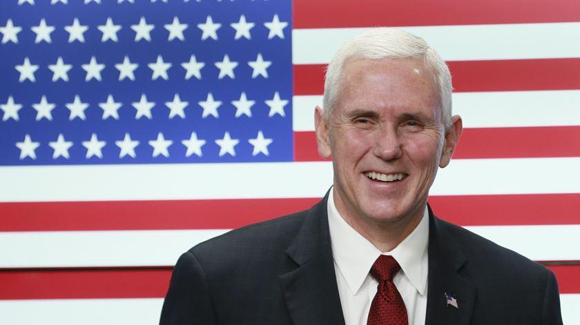 """Vice-Presidente dos EUA apela a Supremo que decida contra aborto """"seletivo"""""""