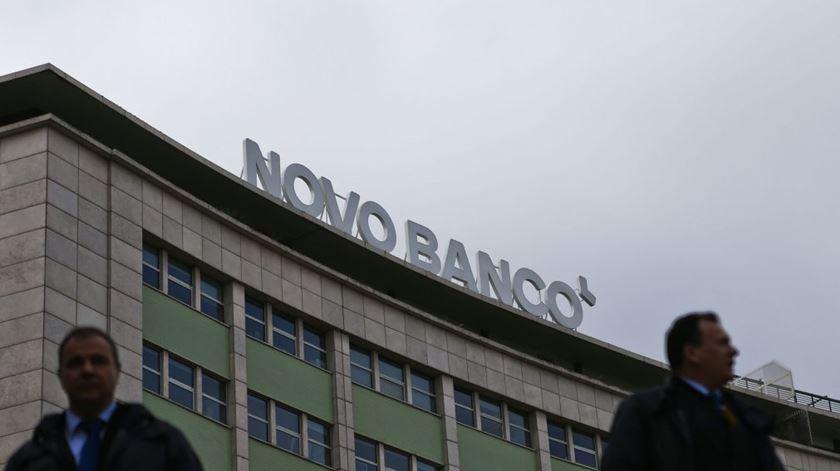 Inédito no Parlamento. Como resolver quatro propostas para criar a comissão de inquérito do Novo Banco?