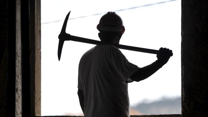 Sindicato diz que há portugueses escravizados em obra da NATO