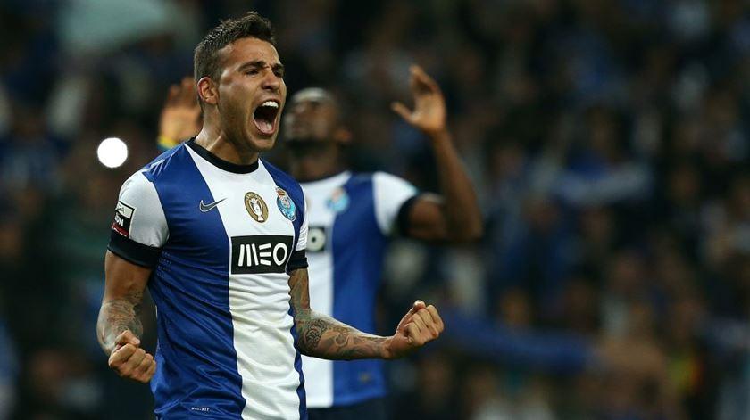 FC Porto lucra 75 mil euros com transferência de Otamendi