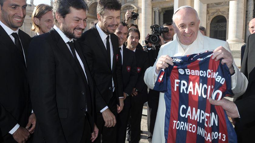 O Papa com a camisola do clube do seu coração, o San Lorenzo