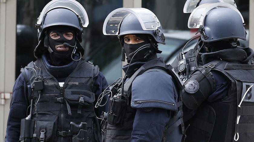 Mais de 90 mil polícias, soldados e agentes privados esperam garantir segurança no Euro 2016. Foto: Sebastian Nogier/EPA