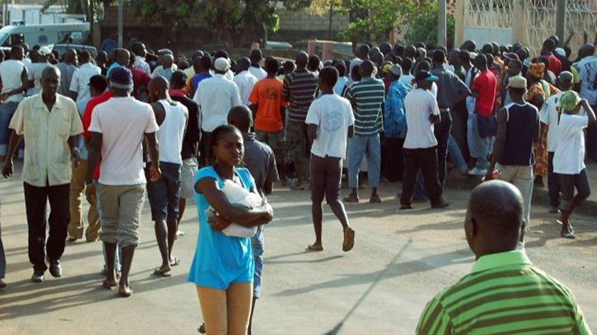 Guiné-Bissau. Portugueses com pneumonia desesperam por voo de regresso a Portugal