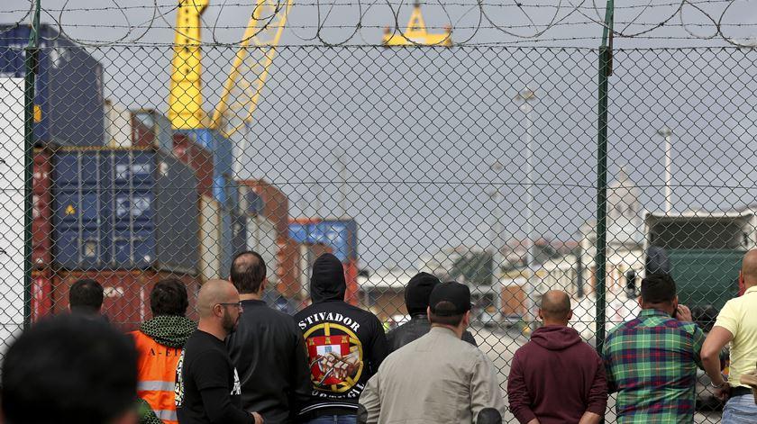 """Estivadores avançam para """"greve total"""" no porto de Lisboa"""
