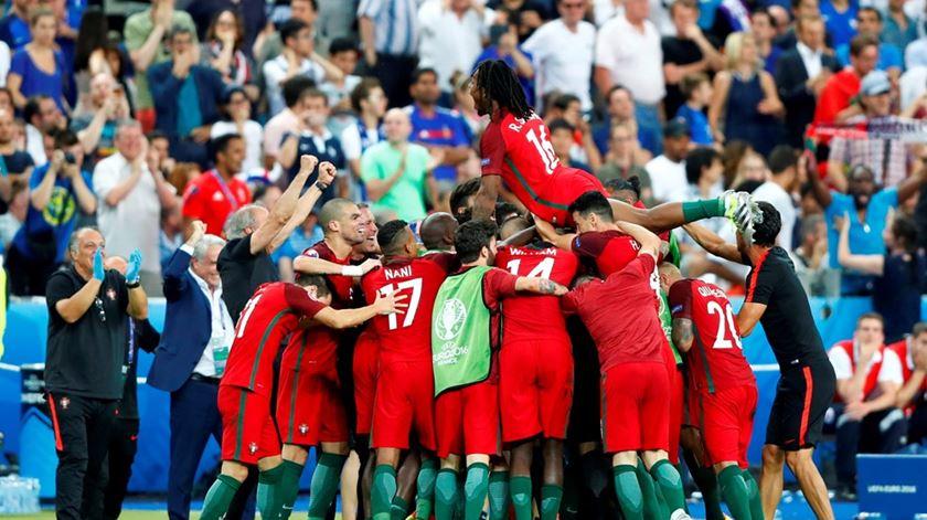 """Como a Selecção pôs a Europa a cantar """"A Portuguesa"""""""