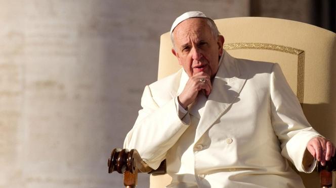 """Papa pede aos colaboradores """"objecção de consciência"""" à intriga"""