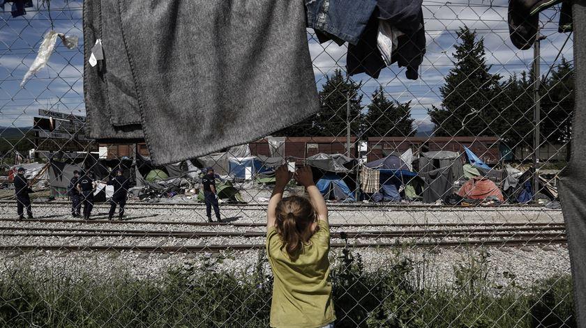 Estavam há quase um ano num centro de acolhimento na Grécia. Foto: Yannis Kolesidis/EPA