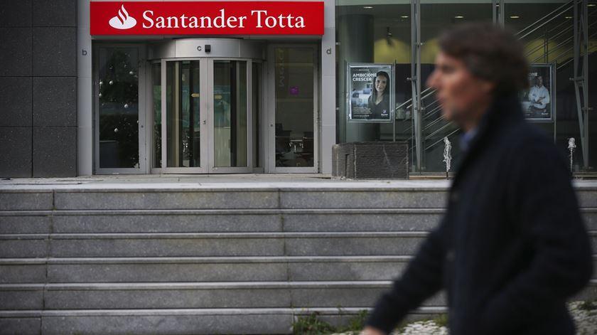 Santander Totta, um dos maiores bancos a operar em Portugal, é uma das instituições onde foram detetadas práticas que sugerem evasão aos impostos em território europeu.