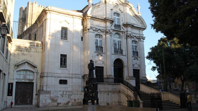 Igreja e largo de Santo António, em Lisboa. Foto: Wikipedia Commons