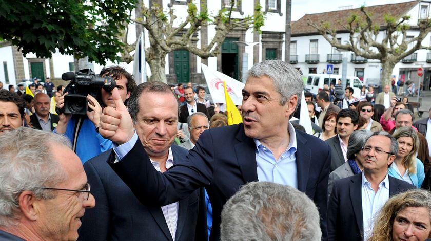 Carlos César ao lado de José Sócrates nos Açores. Foto: DR